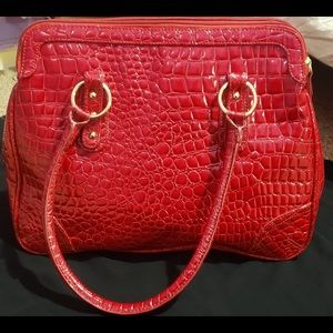 🌸Joan Rivers Cherry Red Crocodile Pattern Handbag